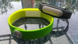 sony smartband swr10 vs xiaomi mi band